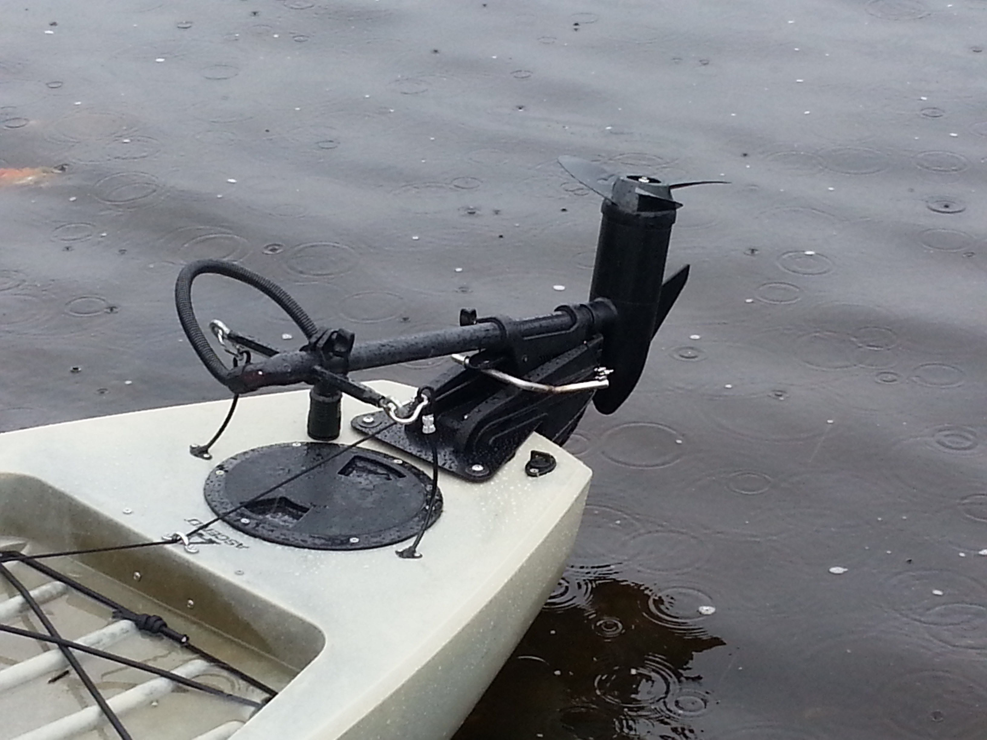Motor for a kayak kayak fishing talk the online fisherman for Fishing kayak with trolling motor
